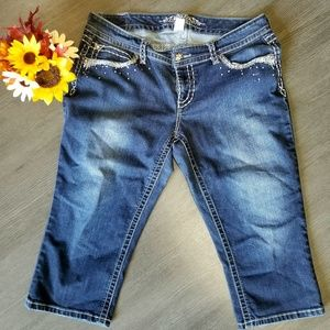 Maurice's Dark Wash Denim Capri's